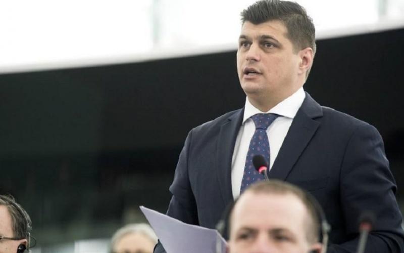 """SURSE. Cum a fost denunțat Laurențiu Rebega. Europarlamentarul este trimis în judecată pentru fraudarea fondurilor comunitare. """"Să trăiți, aici e DNA? Am fraudat fonduri europene și vreau să mă detonez"""""""